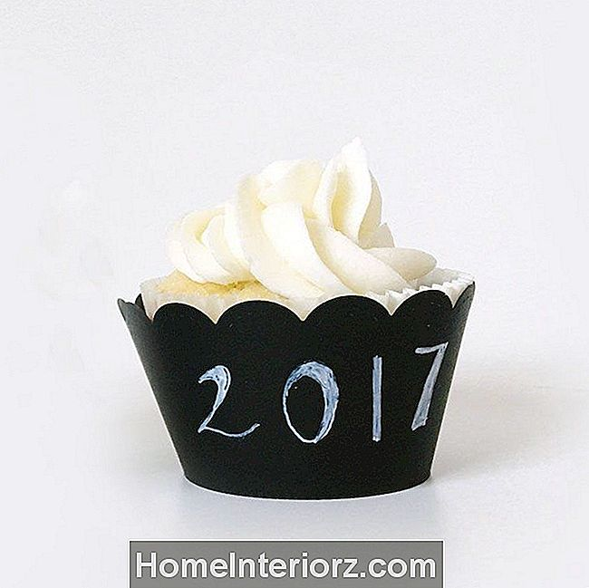 DIY Chalkboard Cupcake Wrapper