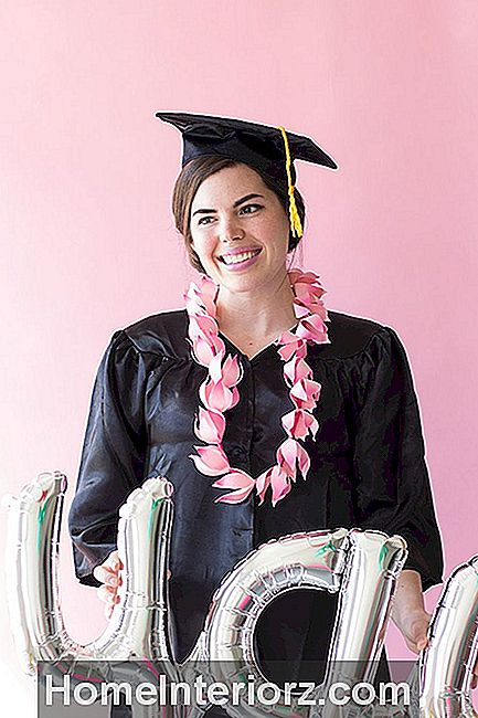 DIY Paper Graduation Lei