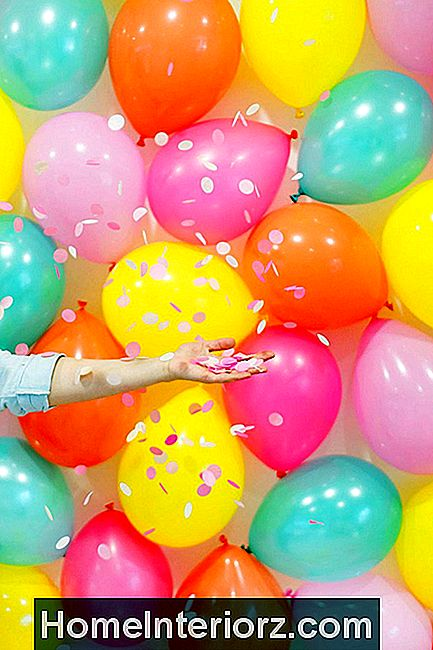 DIY Balloon Photo Backdrop