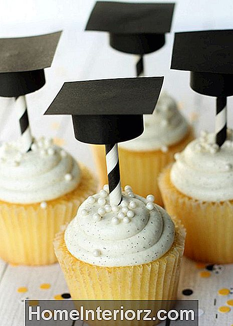 DIY Graduation Cupcake Toppers