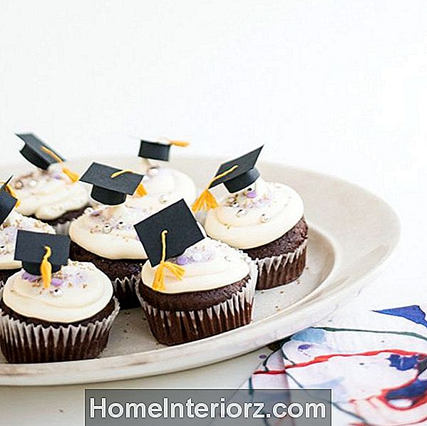 DIY Graduation Cap Cupcake Toppers