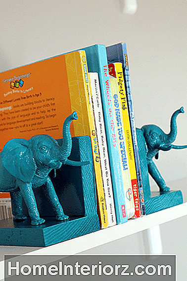 Plastic_Elephant_Book_Ends_6.png