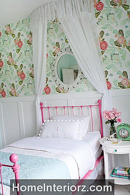 No-Sew Shabby Chic Bed Canopy