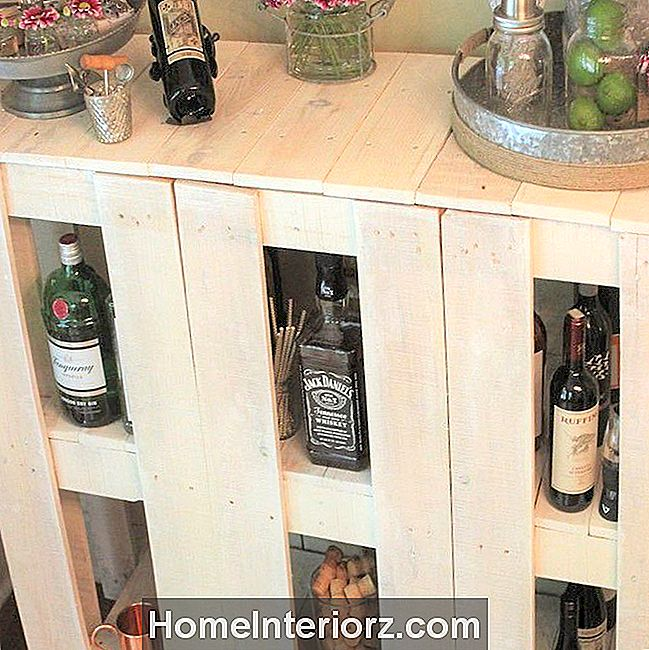 DIY Pallet Wood Bar Cart