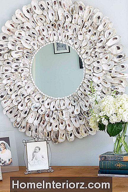 DIY oyster shell spegel
