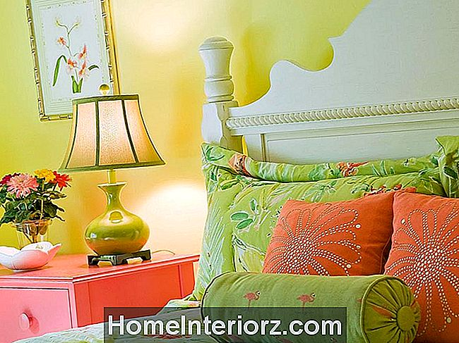 Coral-and-green-bedroom.jpeg