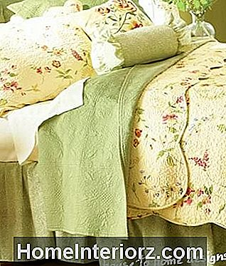 Pricilla Country Yellow Quilt