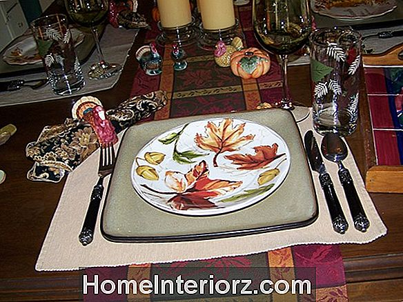 13 Pretty Thanksgiving Tablescape Ideed