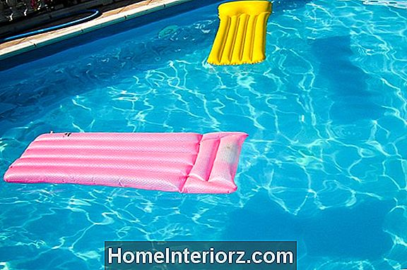 13 Fun Floaties для лета