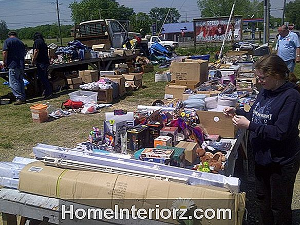 Kolla in Highway 411 Yard Sale